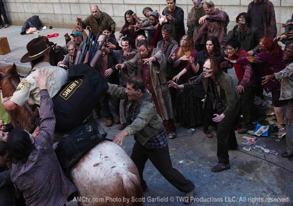 File:Rick Swarmed In Atlanta By Many Walkers.jpg
