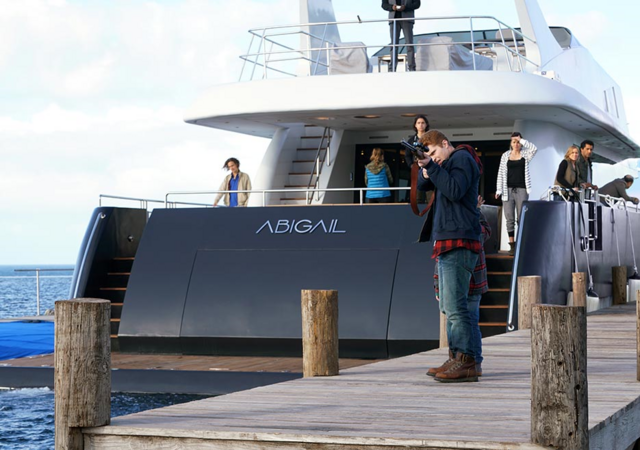 File:FTWD 202 Abigail Leaving Pier.png