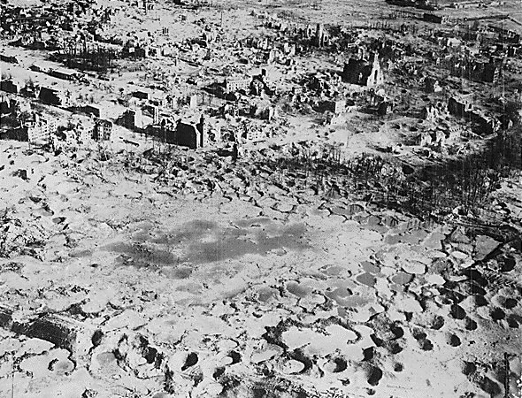 File:Wesel 1945.jpg