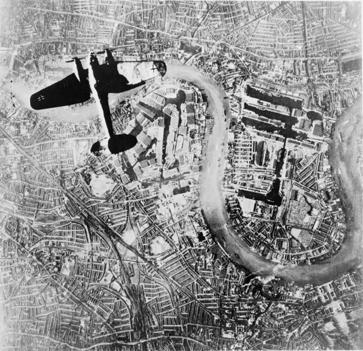 File:Heinkel He III over London 7 Sep 1940.jpg