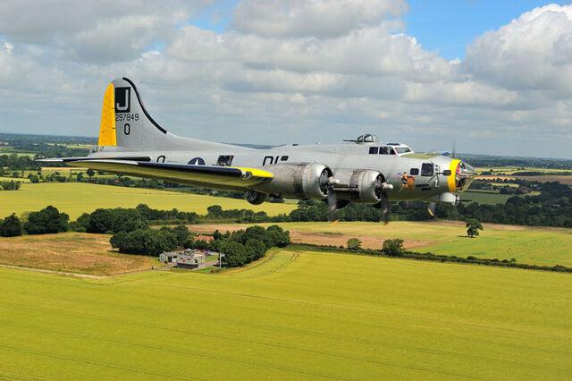 File:Liberty Belle B-17G.JPG