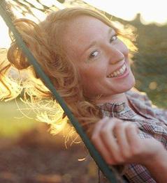 File:Blondegirlinhammock2.jpg
