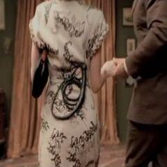 Женщина орудует кнутом фото 455-977