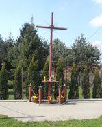 Sprawna, Aluzyjna, Trąby (krzyż przydrożny)