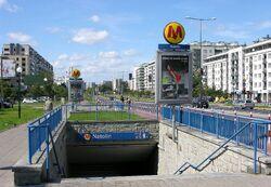 Wejście do stacji metra Natolin.JPG