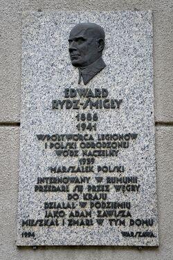 Tablica Edward Rydz-Śmigły Sandomierska 18.JPG