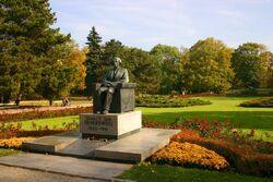 Pomnik Paderewskiego w Parku Ujazdowskim.jpg