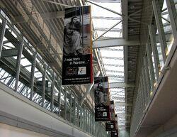Banery promujące Rok Marii Skłodowskiej-Curie Lotnisko Chopina.JPG