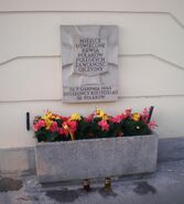 Aleja Niepodległości (nr 210, tablica)