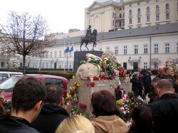 Krakowskie Przedmieście, tłumy po śmierci Lecha Kaczyńskiego