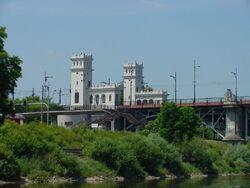 Most Poniatowskiego wieżyczki.jpg