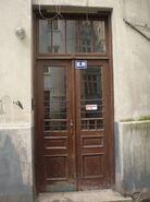 Górskiego (nr 3, drzwi do klatki schodowej)