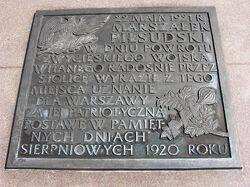 Napis na tablicy marszałka Piłsudskiego Ogród Saski