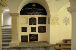 Tablice epitafijne w dolnym kościele bazylika św. Krzyża.JPG