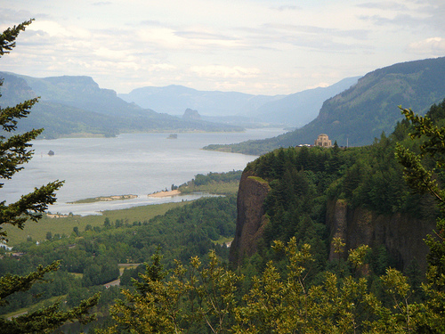 File:Vista House @ Crown Point, Columbia River Gorge, OR.jpg