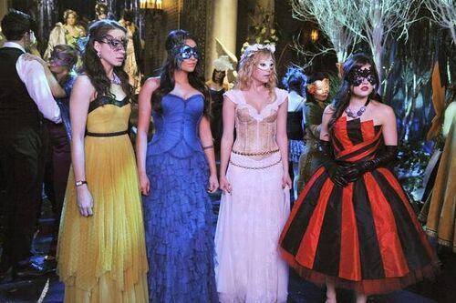Pretty-little-liars-season-2-finale-the-girls-dress-up-masquerade-ball