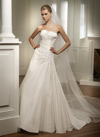 File:Designer wedding dresses 024.jpg
