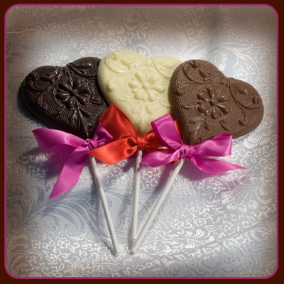 File:Heart-wedding-favors-with-ribbon.jpg