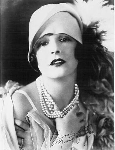 File:20's Glamour lady.jpg