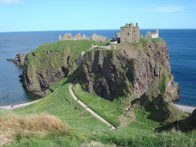 File:Dunnottar Castle 2.jpg