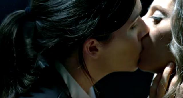 File:Elisie kiss.png