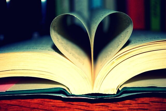 File:My love for books show by LeXiElOvE12.jpg