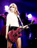 Taylor-Swift-Red-tour-MARCH-13-2013-taylor-swift-33912258-500-650