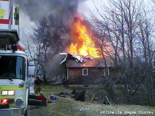 File:Maine-Plane-Crash Gree 20110411034221 320 240.jpg