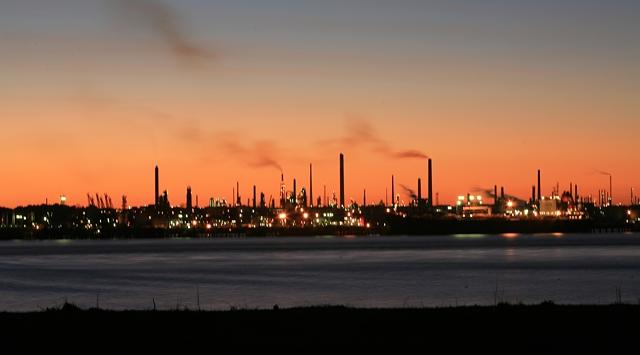 Plik:Fawley Oil Refinery.jpg