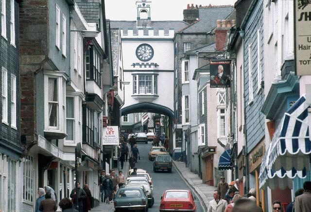 Plik:Totnes High Street.jpg