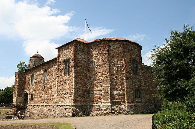 Plik:800px-Colchester Castle.jpg