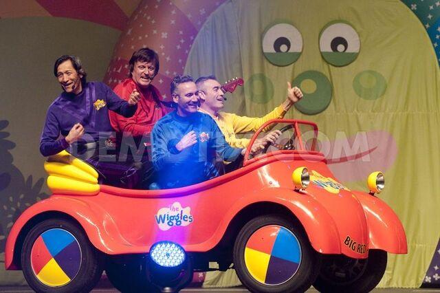 File:Wiggleslive2012.jpg