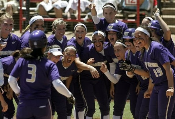 File:WashingtonHuskiesSoftball5-31-2009.jpg