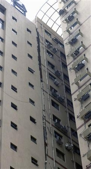 File:CrackedBuildingChinaEQ05-12-2008.jpg