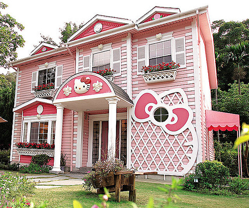 File:Hello kitty house.jpg