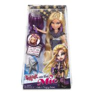 Cloe On the Mic Doll Pack box