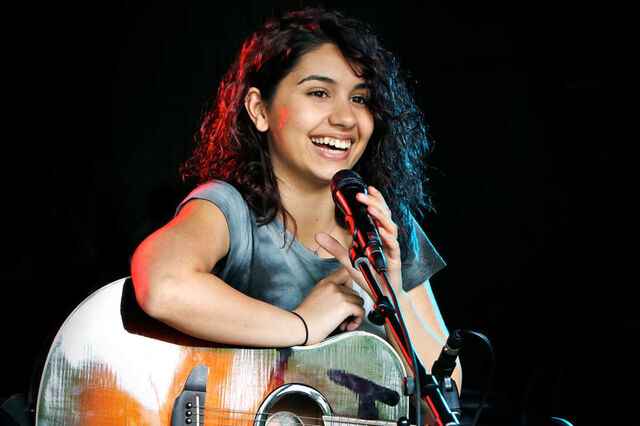 File:AlessiaCara1.jpg