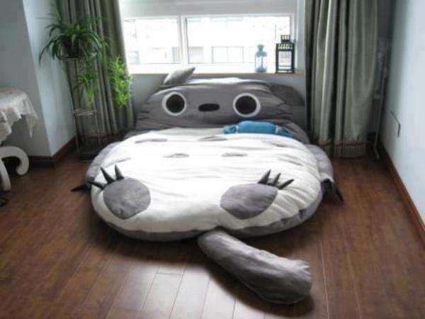 File:Totorobed.jpg