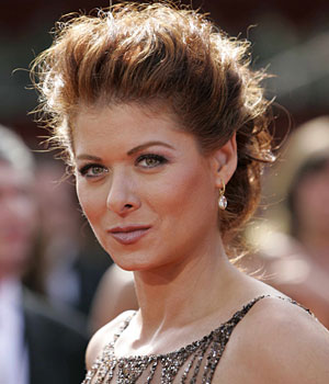 File:Emmy2005 debra messing.jpg