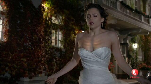 Archivo:Freya receiving her powers back.jpg