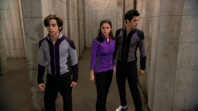 File:Wizards of waverly place who will be the family wizard wizard competition round 3 max alex and justin navigate a maze.jpg