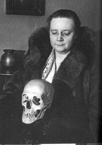 Dorothy-sayers-with-skull