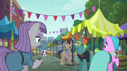 Maud and ponies look at Rarity at flea market S6E4