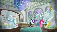 Pinkie, Maud, and Rarity in a jewelry store S6E4