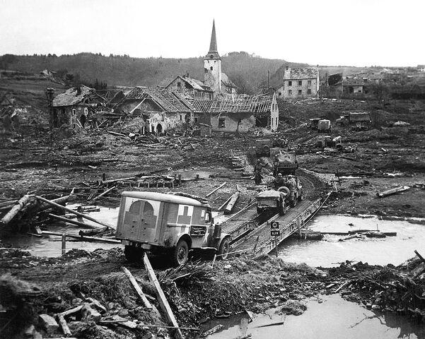 File:River Crossing Luenebach, 1945.jpg