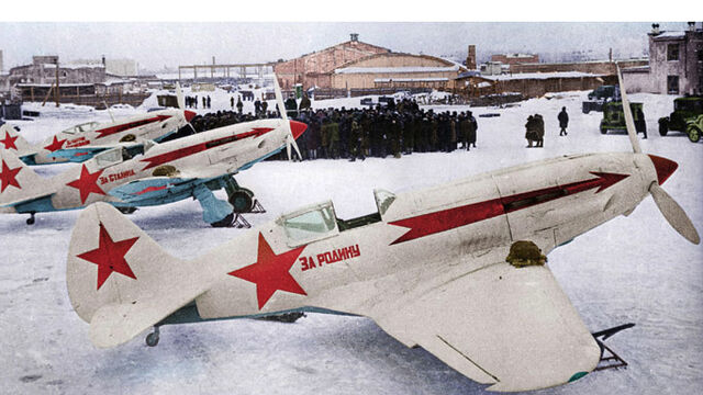 File:MiG-3 fighters lined up.jpg