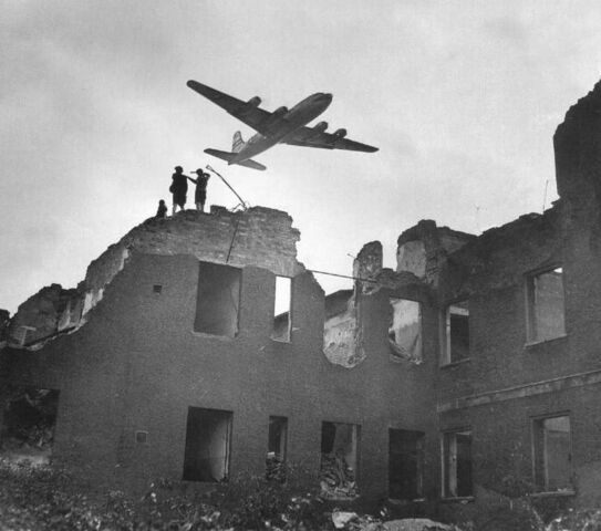 File:Berlin Airlift.jpg