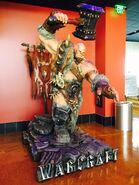 Warcraft movie-Orgrim statue-CfE3xfLW4AEoF8M