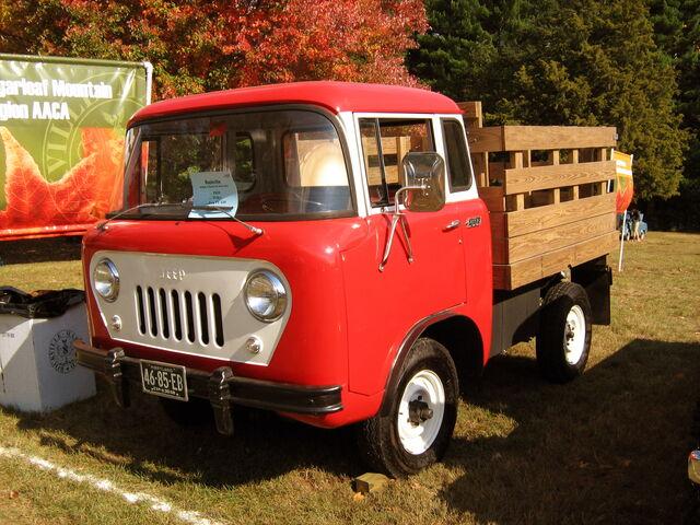 File:1958 Jeep FC Rockville,MD show front.JPG