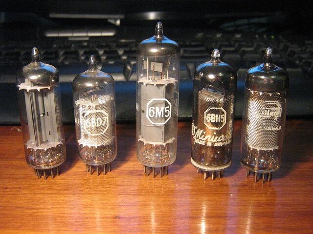 File:Vacuum-Tube.jpg